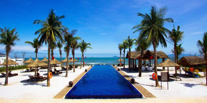 luxury-resort-at-cua-dai-beach