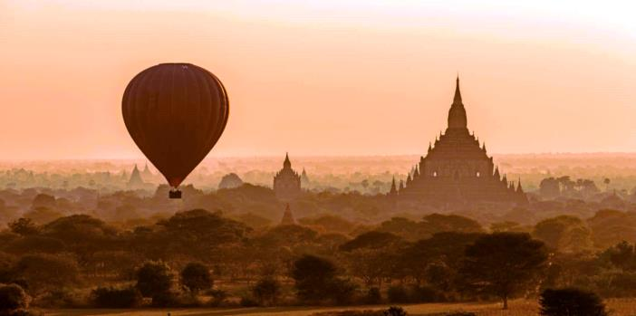 Balloon-over-Chedis-Bagan-Myanmar