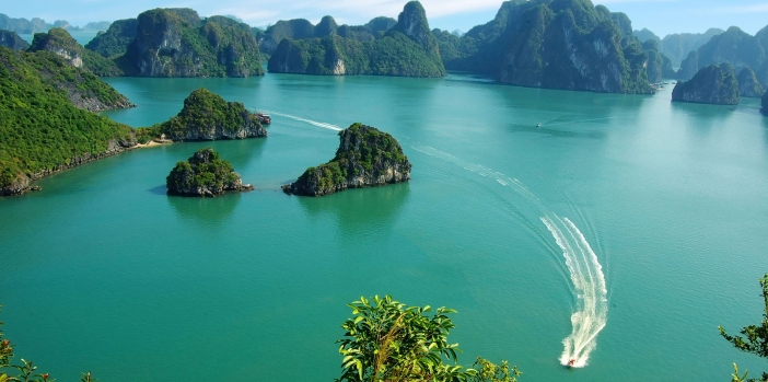 halong-bay-vietnam-overview